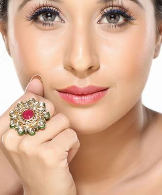 Smart looking Ruby studded kundan ring