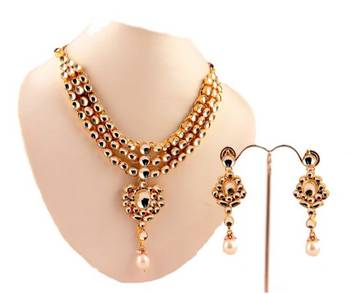Kundan Necklace Set with matching earrings. Pearl Hangings.
