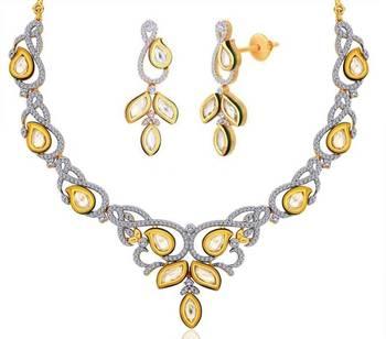 Real Look Delicate Kundan Necklace Set