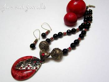 Black and Red Pendant set