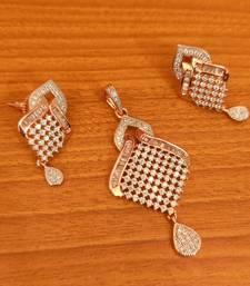 Elegant Diamond Look Pendant Set