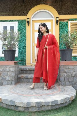 RED SOLID KURTA WITH PANT AND CHANDHERI DUPATTA