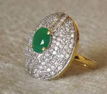 Sparkling AZ Diamond Ring in