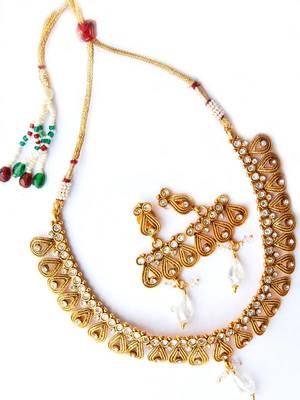 Golden Stylish Pendant Set