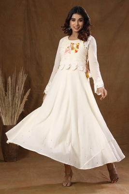 KAAJH Off White Embroidered Ethnic Kurta
