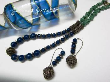 Blue onyx and Green chips neckset