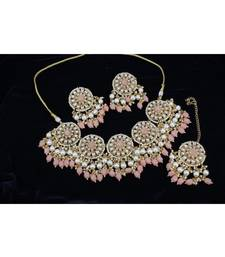 Necklace with Pair of Earrings with Mangtika