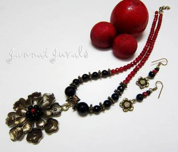 Red corals and Black Onyx necklace set
