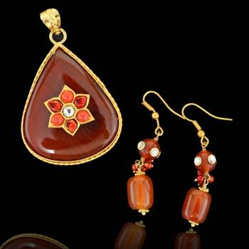 Drop shape Sojo Pendant with Earrings