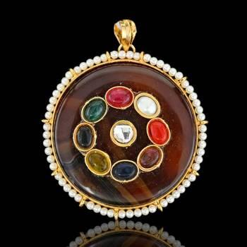 Round shape Navratna Sojo Pendant