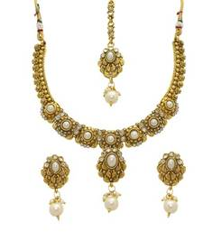 Gold Alloy Necklace Set With Maang Tika