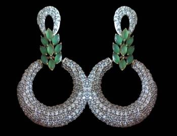 Green and zirconia embellished round earring