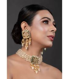 Cream Gold Tone Kundan Choker set