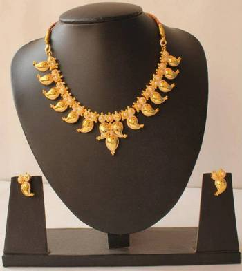 GORGEOUS GOLD TONE PEARL MANGO NECKLACE SET